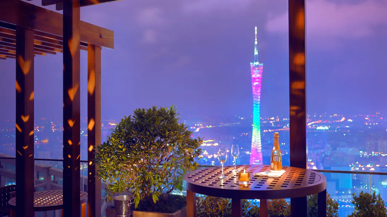 Park-Hyatt-Guangzhou-P082-The-Roof-Bar.16x9.jpg